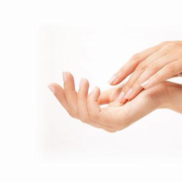 Odmładzanie i odbudowa objętości dłoni